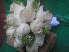 Bouquet de dama guia en rosas vendelas y estrellas de belen.