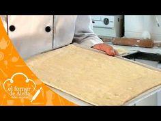 "PASTEL MIL HOJAS ""PASTEL DE HOJALDRE"" - REPOSTERIA aleliamada. - YouTube Chilean Recipes, Dessert Bread, Cooking Videos, Empanadas, Original Recipe, Cake Decorating, Baking, Desserts, Food"