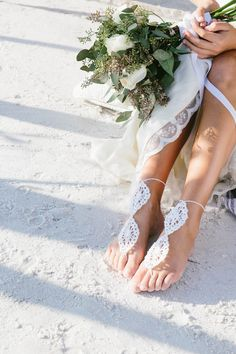 Beach bridal accessories | Shannon Kirsten Photography | see more on: http://burnettsboards.com/2014/11/naturally-beautiful-beach-bridals/