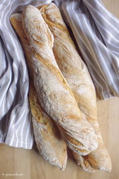 Baguettes for the Impatient Healthy Chocolate Cupcakes, Raspberry Scones, Pumpkin Spice Cupcakes, Ciabatta, Pumpkin Bread, French Food, Fall Desserts, How To Make Bread, Cakes And More