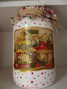 vidros decorados - Google'da Ara Painted Wine Bottles, Bottles And Jars, Glass Jars, Jar Crafts, Bottle Crafts, Diy And Crafts, Decoupage Plates, Ball Mason Jars, Altered Bottles