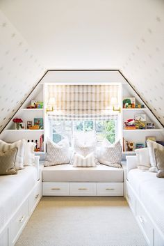 attic bedroom // window seat designed large enough to sleep an additional person between the built-in beds Small Attic Room, Bedroom In Attic, Small Attic Bedrooms, Small Kids Rooms, Slanted Wall Bedroom, Sloped Ceiling Bedroom, Bonus Room Bedroom, Small Shared Bedroom, Attic Conversion Bedroom