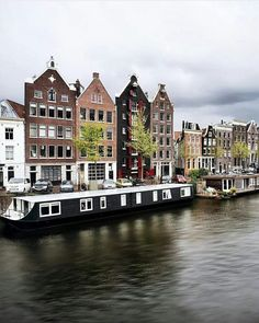 Canal houses in Holland Oh The Places You'll Go, Places To Visit, Beautiful World, Beautiful Places, Travel Around The World, Around The Worlds, Exotic Beaches, Holiday Places, Beautiful Buildings