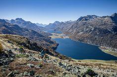 Die Hahnensee-Abfahrt vom Corvatsch ist eigentlich ein Ski-Klassiker – hat aber im Sommer als Mountainbike-Route genauso viel zu bieten. Neben dem aussergewöhnlichen und abwechslungsreichen Singletrail insbesondere ein Panorama auf die Oberengadiner Seen, welches kaum zu toppen ist. Seen, Trail, Mountains, Nature, Tours, Places, Summer, Naturaleza, Nature Illustration