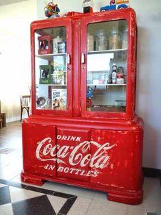 Coca Cola Decor, Coca Cola Drink, Coca Cola Bottles, Pepsi Cola, Coca Cola Vintage, Retro Vintage, Vintage Signs, Funky Furniture, Painted Furniture