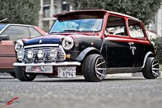 OMG there is so many things to love about this mini the windscreen visor is cool but wheels and tires that is what is so different I want them. Mini Cooper S, Mini Cooper Classic, Classic Mini, Classic Cars, Mini Morris, Minis, Morris Minor, Wheels And Tires, Retro Cars