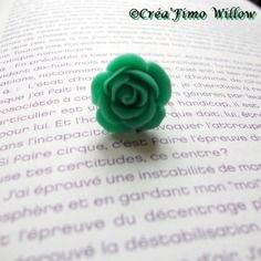 Bague rose verte en résine sur support argenté