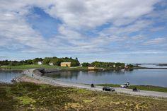 Store Lauvøysund bru, Atlanterhavsvegen., Norway    Foto: Roger Ellingsen