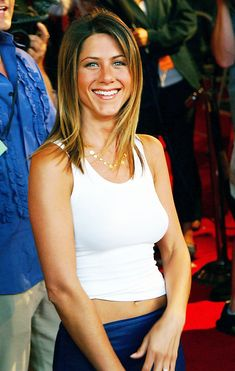 """Jennifer Aniston Photos - Celebs arrive at the 2002 IFP/West Los Angeles Film Festival's closing night screening of the film """"The Good Girl"""" at the Pacific Theatre. - Closing Night at IFP/West LA Film Festival Jeniffer Aniston, Jennifer Aniston Pictures, Jennifer Aniston Style, Nancy Dow, John Aniston, Viejo Hollywood, Nylons, Celebs, Celebrities"""