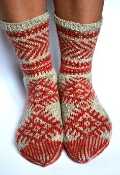 Hand knit socks for women wool socks thick warm socks by Kampsun Crochet Socks, Knit Mittens, Knit Socks, Mitten Gloves, Knitting Socks, Hand Knitting, Knit Crochet, Knitting Charts, Knitting Patterns