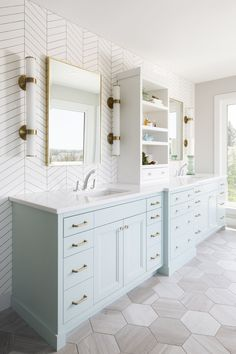 Bathroom ideas, bathroom renovation, bathroom decor and master bathroom organization! From claw-foot tubs to shiny fixtures, these are the master bathroom that inspire me probably the most. Bathroom Renos, Bathroom Renovations, Remodel Bathroom, Budget Bathroom, Bathroom Vanities, Bathroom Wall, Bathroom Makeovers, Girl Bathroom Ideas, Bathroom Lighting