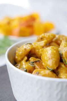 Leckere Kürbis-Gnocchi mit Salbeibutter - ein gesundes und sättigendes Herbstessen für die ganze Familie - Gaumenfreundin Foodblog