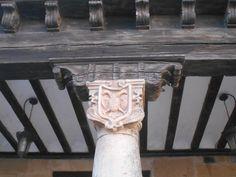 Casa de la Plaza del Grano que perteneció al Cabildo de Curas de Atienza. El águila bicéfala es uno  de los símbolos de estos.