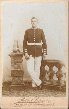 CDV photo Garde Soldat mit Pickelhaube und Busch - Berlin 1890er