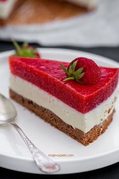 White Chocolate and Strawberry Mousse Cake Sweets Recipes, Baking Recipes, Cookie Recipes, Polish Desserts, Polish Recipes, Yummy Treats, Sweet Treats, Quick Cake, Summer Cakes