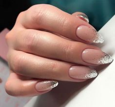 The advantage of the gel is that it allows you to enjoy your French manicure for a long time. There are four different ways to make a French manicure on gel nails. French Tip Acrylic Nails, Matte Acrylic Nails, French Nails, French Manicures, French Polish, Glitter French Manicure, Marble Nails, Uv Gel Nails, Rose Beige