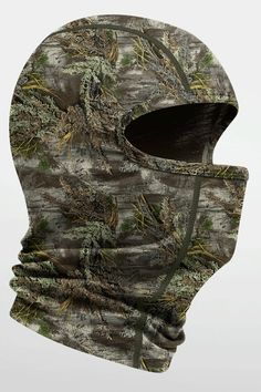 For lightweight protection for your face and neck, you can't beat the Oasis Balaclava Real Tree. Built from a single layer of lightweight, highly breathable 200gm merino, it fits easily under a helmet and provides comfort without itch. The perfect barrier for skiing in a harsh storm, or strolling a city in sub-zero temperatures.