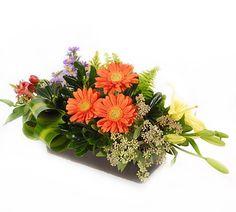 El Pequeño Jardín. Gerberas, lilis, astromerias en caja de madera [$380.00] disponible en http://www.LaFleurFloreria.com.mx Floreria en Guadalajara