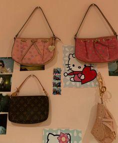Aesthetic Bedroom, Cute Bags, Vintage Handbags, Vintage Accessories, Warm And Cozy, My Room, Backpack Bags, Mini Bag, Vibrant Colors
