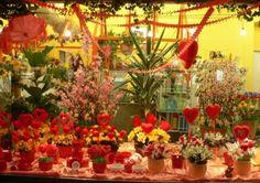 Ваш собственный цветник Конечно, сад — это прекрасно, но речь в этой статье пойдет совсем не о собственных зеленых насаждениях, которые радуют ваш глаз под окнами частного дома. Поскольку любителей цветов сегодня много, и покупают их по поводу и без # Подробнее: http://getbiz.ru/articles/franchise/vash-sobstvennii-cvetnik