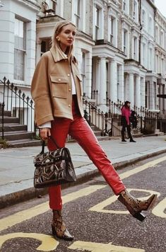 Color-blocking, bold red, red leather pants, crocodile boots, chunky jacket - All About Fashion Moda, Fashion Pants, Fashion Outfits, Plaid Fashion, Fashion Tips, Fashion Over 40, Winter Outfits Women, Fall Outfits, Lederhosen Outfit