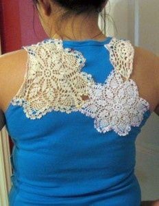 Sew a crochet doily or a section of lace into a t-shirt.I love lacy shirts and this could be done in lots of different ways. Interesting idea that looks very easy!( it still looks like a freaking doily) Diy Clothing, Sewing Clothes, Sewing Hacks, Sewing Crafts, Diy Mode, Do It Yourself Fashion, Recycled T Shirts, Altered Couture, T Shirt Designs