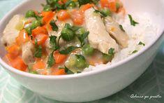 Qchnia po prostu: Potrawka z piersi kurczaka z marchewką i groszkiem Thai Red Curry, Potato Salad, Ethnic Recipes, Fit, Shape