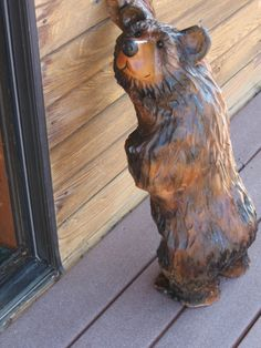 Google Image Result for http://www.thecountryworkshop.com/i/Chaisaw%2520carving/leaning_bear_3-18-2008_001.jpg
