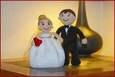 Learn how to crochet for free! Free Crochet Tutorials has hundreds of photo and video tutorials. This tutorial teaches you to crochet these amigurumi dolls : Bride and Groom. Amigurumi Doll, Amigurumi Patterns, Doll Patterns, Crochet Patterns, Henna Patterns, Crochet Gratis, Crochet Dolls, Free Crochet, Crochet Hair