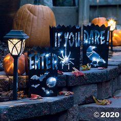 Halloween Entryway, Farmhouse Halloween, Halloween Home Decor, Outdoor Halloween, Diy Halloween Decorations, Holidays Halloween, Halloween Themes, Halloween Pumpkins, Outdoor Decorations