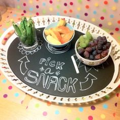Transform a tray into a chalkboard - and use it for both purposes! (in Danish and English)