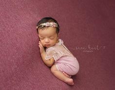 Newborn Strampler Prop Flieder Spitze von LovelyBabyPhotoProps