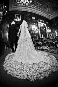 Beautiful Lace Ian Stuart wedding Dress