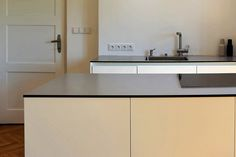 Minimalist kitchen by Nordiczen