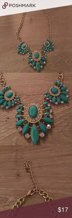 Turquoise statement necklace this necklace is in PERFECT condition!! no damages, imperfections, missing pieces. smoker free home. always up for new offers/ negotiations!!❤️ feel free to leave me a comment or question about this product! Jewelry Necklaces