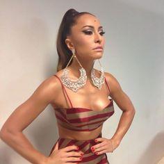 Sabrina Sato linda e ultra sexy a bordo de um conjuntinho Vitorino Campos.    Agora, no blog e à venda no www.modaagora.com.br . Sabrina Sato, Bikini, Style Icons, Sexy, Beautiful People, Celebs, Formal Dresses, Divas, Brazil