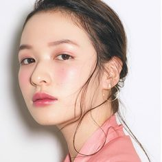 Pretty in pink. The minimal eye makeup shifts focus to that healthy, rosy glow. Asian Makeup Looks, Korean Makeup Look, Japanese Eyes, Japanese Makeup, Pink Makeup, Makeup Lipstick, Hair Makeup, Asian Makeup Before And After, Makeup Tips