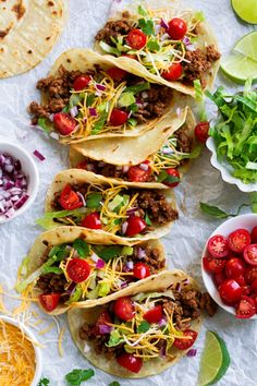 These Ground Beef Tacos are made with a deliciously seasoned ground beef filling, served in corn tortillas and finished with all the best toppings. Mini Tacos, Tacos And Salsa, Taco Appetizers, Queso Cheddar, Slow Cooker Breakfast, Taco Fillings, Ground Beef Tacos, Carne Picada, Food Test