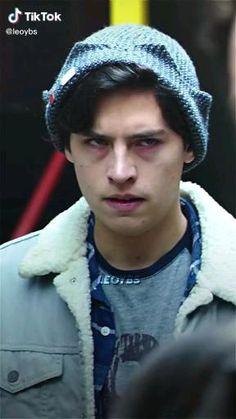 Finn Stranger Things, Sound Effects, Horror Art, Vampire Diaries, Hot, Netflix, Winter Hats, Soccer, Celebrities