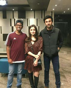 Lovebirds Alia Bhatt and Ranbir Kapoor step out for a movie date… Pics Bollywood Couples, Bollywood Photos, Bollywood Celebrities, Bollywood Fashion, Indian Celebrities, Bollywood Actors, Simple Outfits, Casual Outfits, Fashion Outfits
