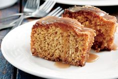 almond sponge cake with apples and caramel sauce Angel Cake, Almond Cakes, Food Categories, Sponge Cake, Cupcake Cakes, Cupcakes, Let Them Eat Cake, Cake Pops, Delicious Desserts