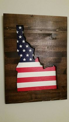 State patriotic wood wall art by KayLeesSewAndArt on Etsy Diy Projects For Men, Wood Projects For Beginners, Easy Woodworking Projects, Wood Working For Beginners, Projects To Try, Woodworking Plans, Pallet Projects, Woodworking Beginner, Woodworking Organization