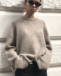 6,210 отметок «Нравится», 57 комментариев — totême (@toteme) в Instagram: «Biella knit, available in tobacco melange and off-white melange. #toteme»