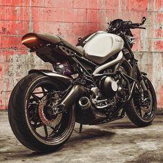 Yamaha Featuring the Midnight Tint Classic Flyscreen… Yamaha Cafe Racer, Yamaha Motorcycles, Custom Motorcycles, Custom Bikes, Triumph Street Scrambler, Gs500, Motorcycle Style, Street Bikes, Vintage Bikes