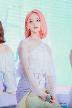 Kpop Girl Groups, Korean Girl Groups, Kpop Girls, Cute Asian Girls, Cute Girls, Cool Girl, Loona Kim Lip, Pre Debut, Wendy Red Velvet