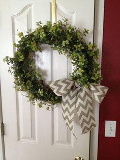 Easy Garland Wreath - The 15 Minute, 15 Dollar Wreath Green Garland, Green Wreath, Diy Wreath, Boxwood Wreath, Wreath Ideas, Burlap Wreaths, Door Wreaths, Grapevine Wreath, Shops