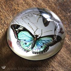Presse papier sulfure en cristal papillon bleu