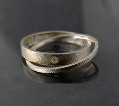 podwójny pierścionek obrączka z brylantem