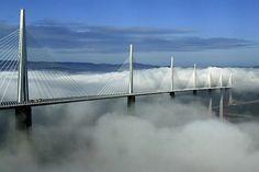 Le Viaduc de Millau Record du monde de la plus haute pile: 245 mètres. Soit une hauteur totale de 343m. (19m de plus que la Tour Eiffel)