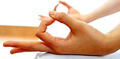 GÑANA Y CHIN MUDRA EN LAS ASANAS DE MEDITACIÓN  http://unrespiro.es/detaille-blog/chin-mudra  En las prácticas de pranayama y de meditación, las manos adoptan un mudra o gesto que ejerce un imporntate efecto energético y psicológico. En e artículo de hoy hablamos sobre Gñana mudra y Chin mudra.  www.unrespiro.es  Técnicas de desarrollo y evolución personal on line  (yoga, meditación, relajación, pranayama, PNL, Coach, Pilates, Tai Chi, Chi Kung y mucho más)